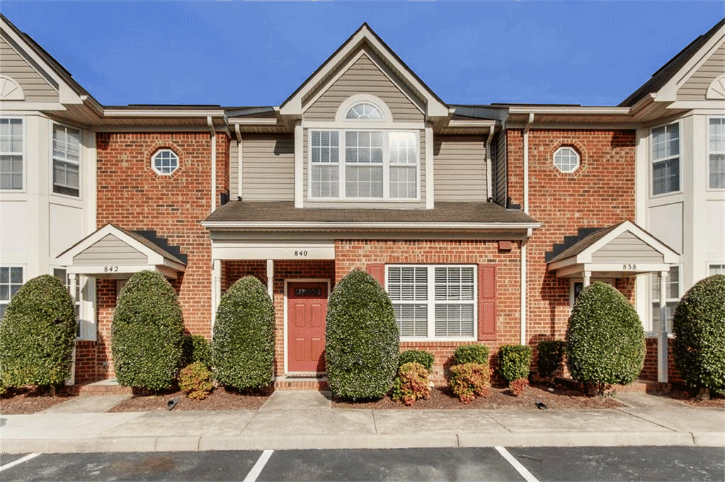 Front of Townhome located at 840 W Lake Circle, Chesapeake Va, 23322