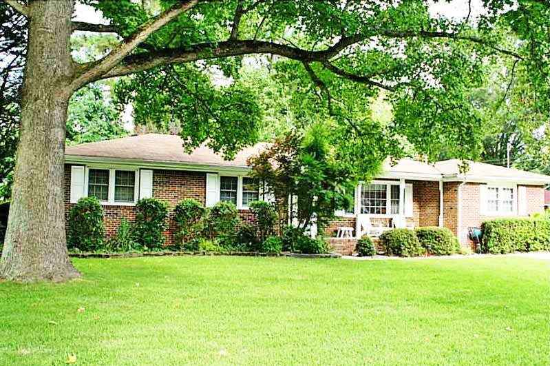 Front of home located at 2038 Phyllis Dr, Chesapeake Va, 23325