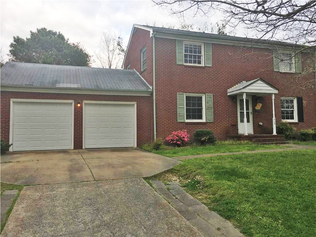 Front of home located at 408 Pin Oak Dr, Newport News Va, 23601