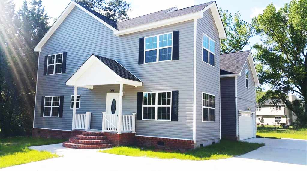 Front of house located at 164 Saunders Rd, Hampton Va, 23666