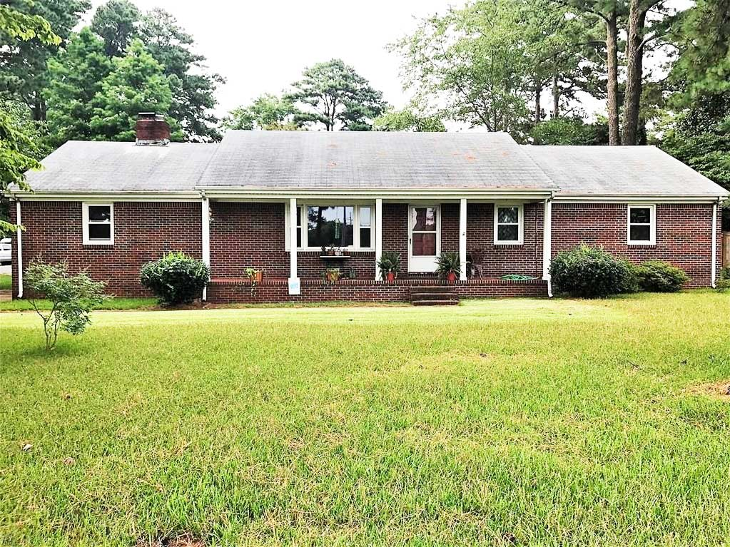 Front of property located at 2208 Baylake Rd, Virginia Beach, VA 23455