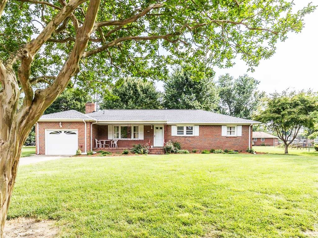 Front of house located at 1148 W Chesslawn Cir, Chesapeake, VA 23320