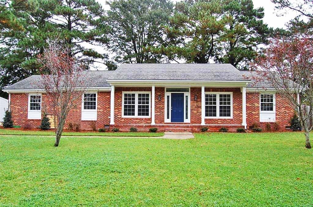 Front of house located at 2336 Custom Cir, Virginia Beach, VA 23454
