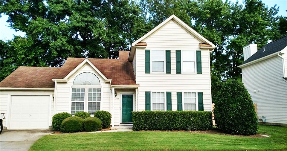 Front of house for sale located at 309 Oak Lake Run, Chesapeake VA 23320