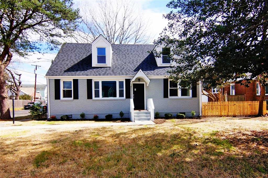 Front of property located at 2701 Bainbridge Boulevard, Chesapeake VA 23324
