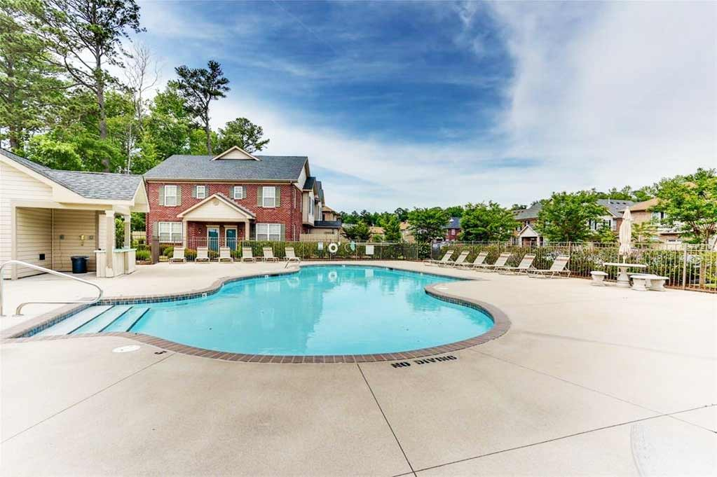 Pool area of condo located at 505 Hadleybrook Drive, Chesapeake VA 23320
