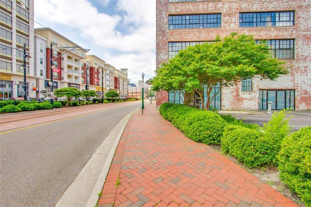 Street view of building that unit 435 Monticello Avenue Unit#400B, Norfolk, VA 23510, is located in