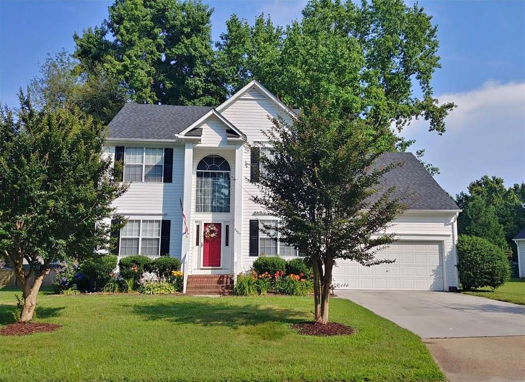 Front of property located at 6425 Olde Bullocks Circle, Suffolk, VA 23435