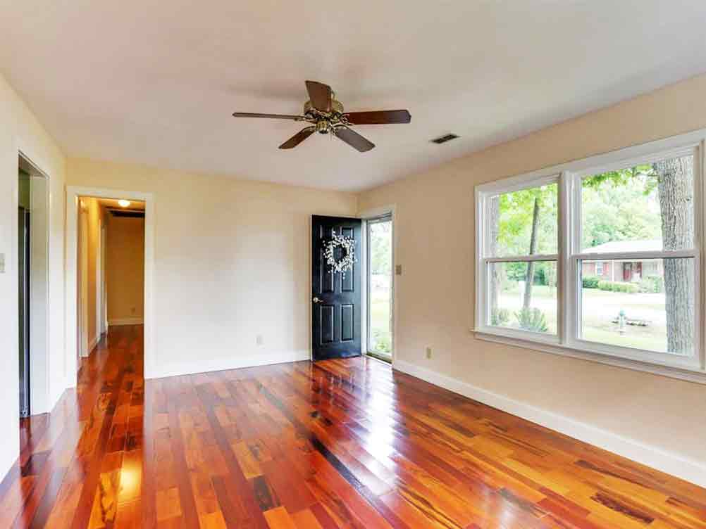 Family Room of property located at 509 Boston Avenue, Chesapeake, VA 23322