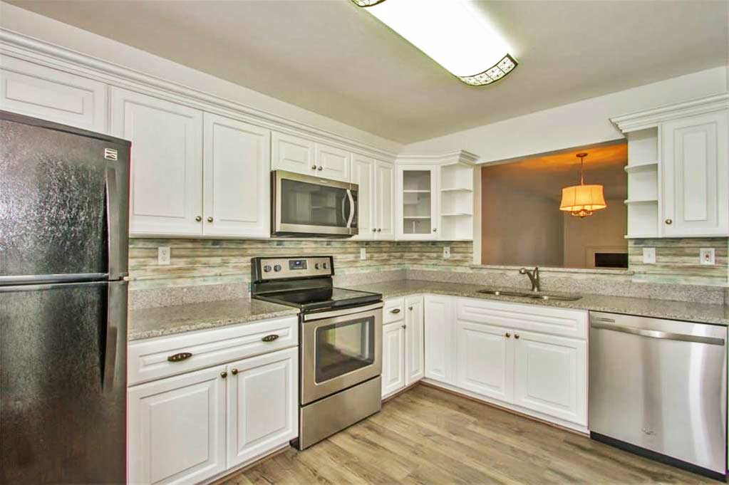 Kitchen of property located at 5068 Glenwood Way, Virginia Beach, VA 23456