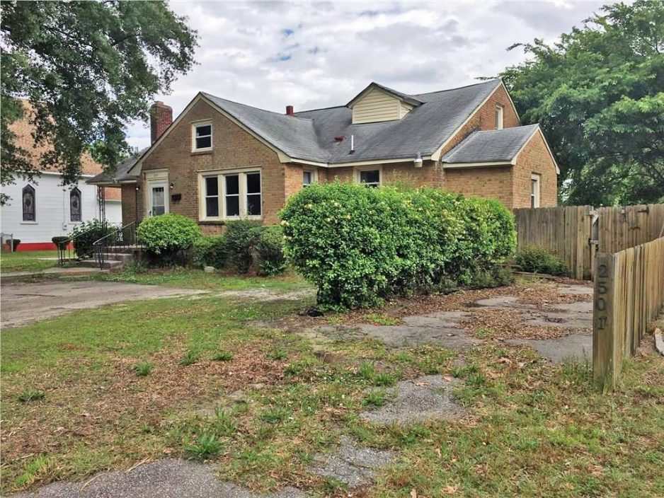 Front of property located at 2501 Oak Street, Portsmouth, Virginia 23704