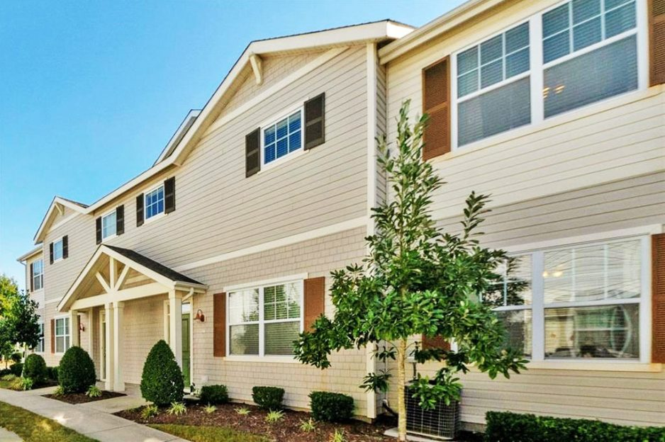 Front of condo located at 1515 Pucknall Drive, Chesapeake, VA 23320