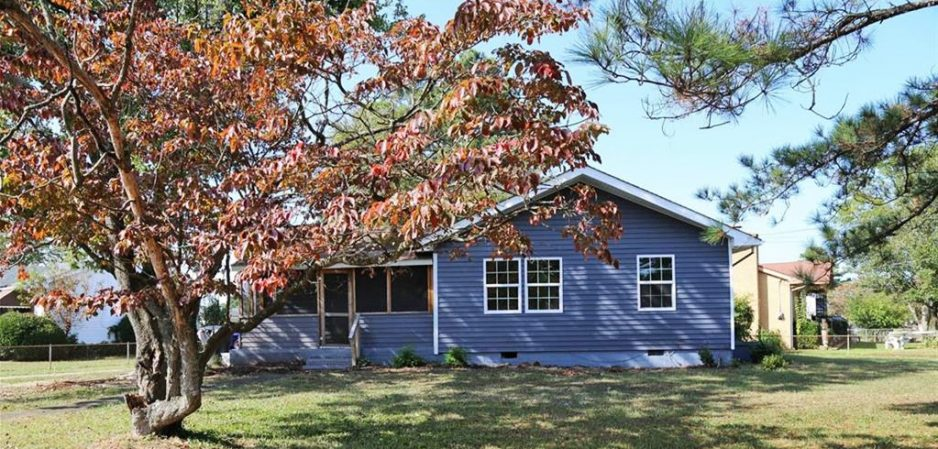 Front of house for sale located at 3800 Greenwood Drive, Portsmouth, Virginia 23701
