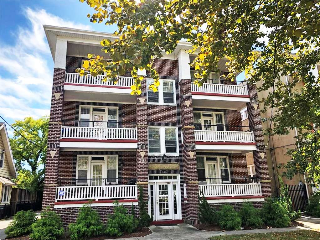 Front of building located at 527 W 36th Street Unit #302, Norfolk, Virginia 23508