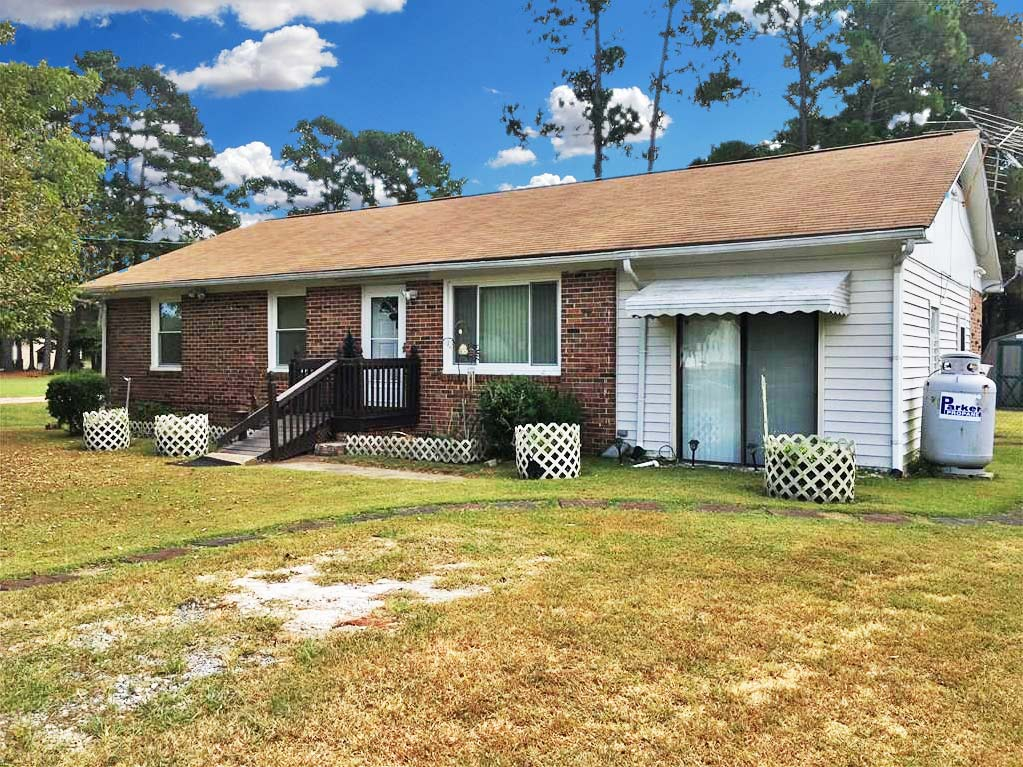 Front of property located at 3209 Holland Road, Suffolk, Virginia 23434