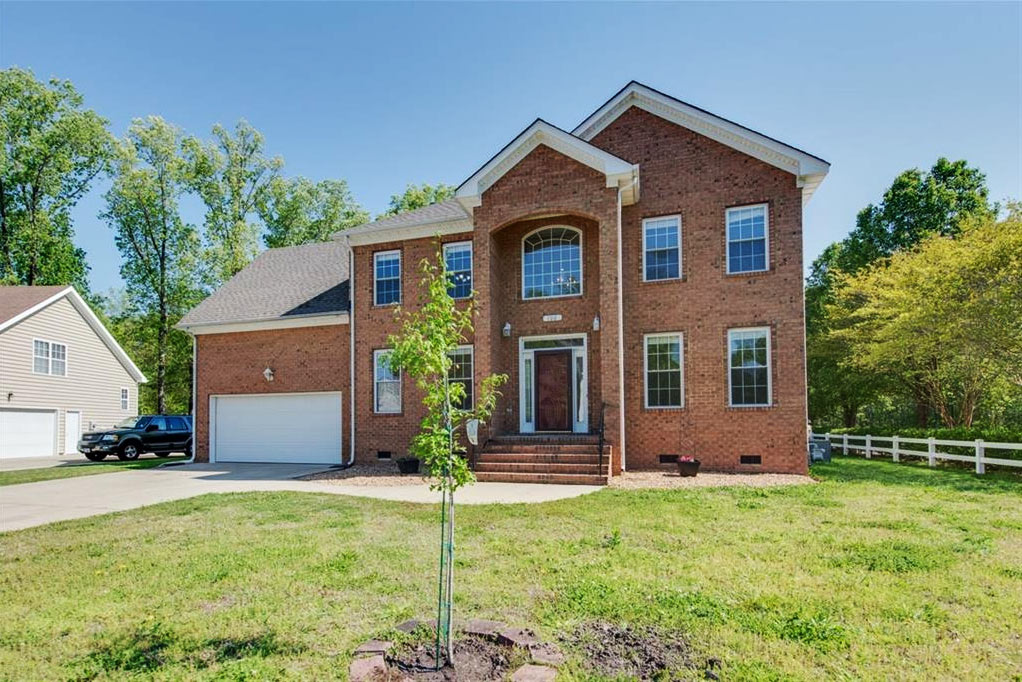 Front of property located at 100 Woodhaven Drive, Suffolk, VA 23435