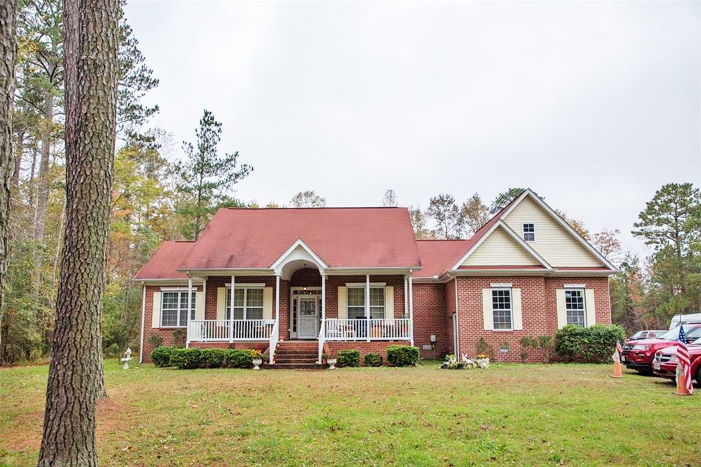Front of property located at 2088 Millville Road, Chesapeake, Virginia 23323