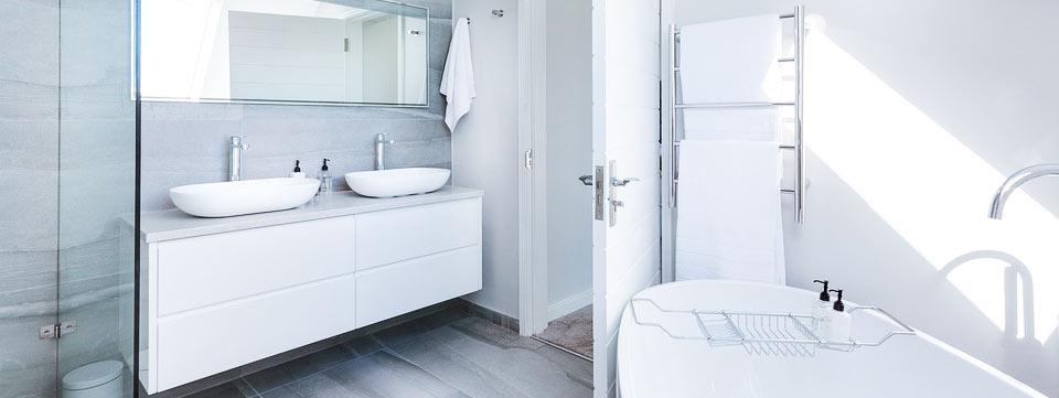 Very clean bathroom, sink, bathtub, dual sinks, towels, shower, mirror