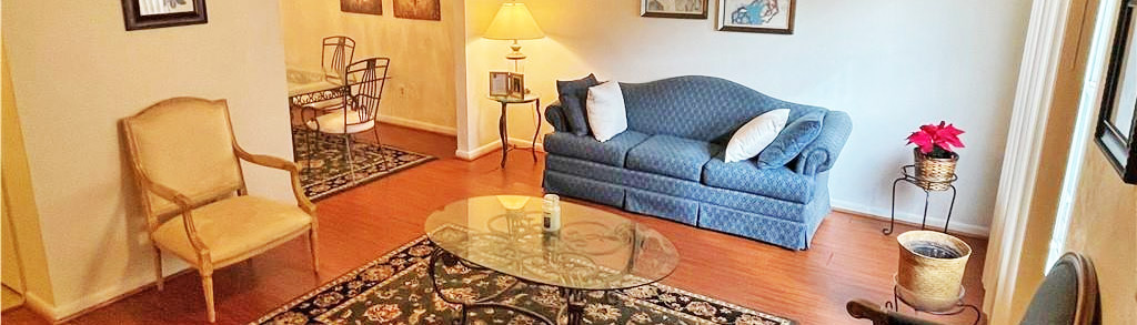 Family room of property located at 6072 Foresttown Drive, Norfolk, VA 23502