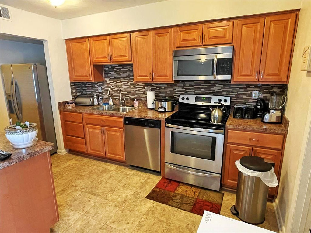 Kitchen of townhouse located at 6072 Foresttown Drive, Norfolk, VA 23502