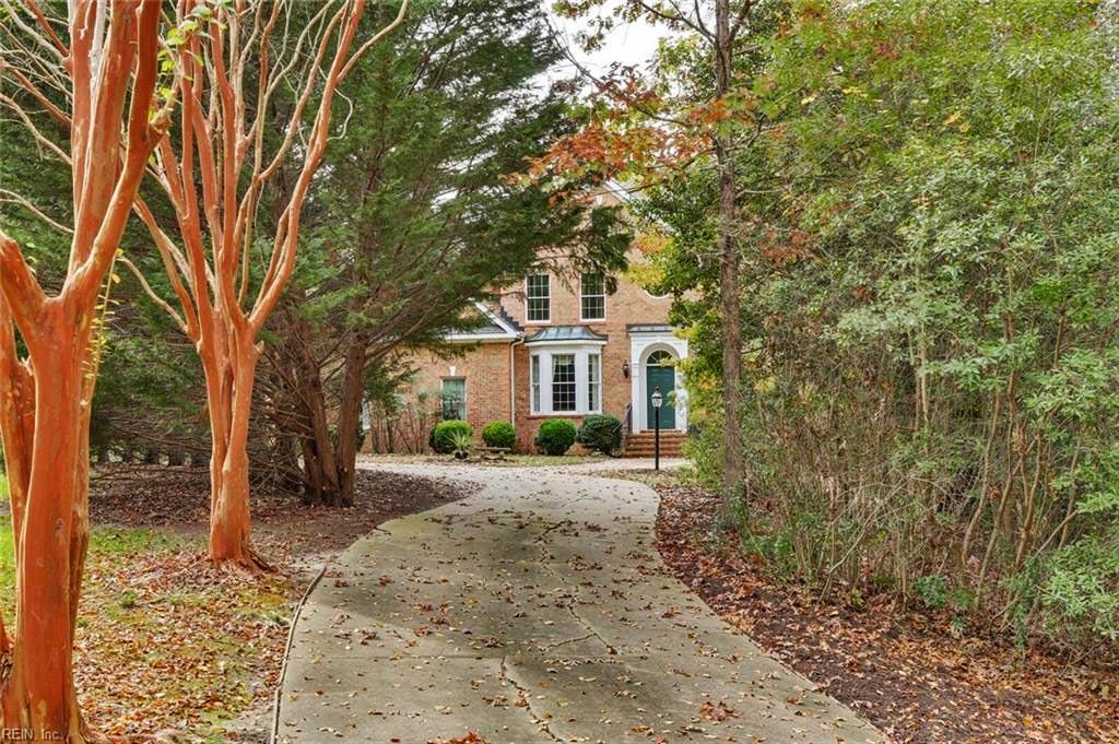 Front of property located at 206 Mariners Circle, Smithfield, VA 23430