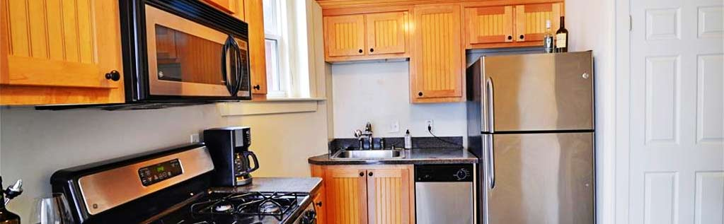 Kitchen of property located at 1413 Colonial Avenue Unit C6, Norfolk, Virginia 23517