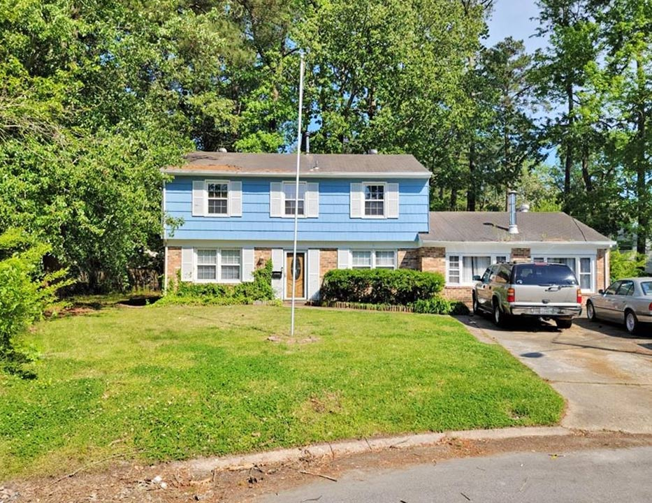 Front of property located at 704 Cedar Bridge Circle, Virginia Beach, VA 23452