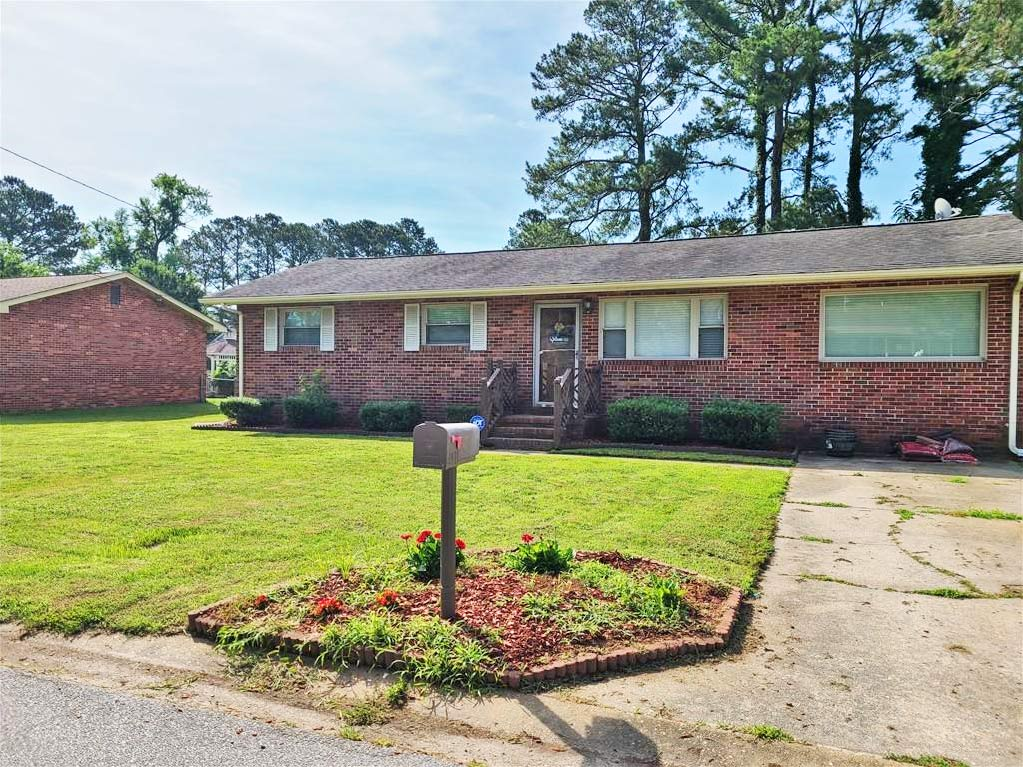 Front of property located at 1435 Lipton Circle, Suffolk, Virginia 23434