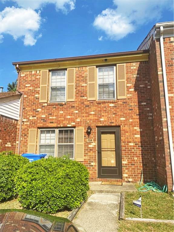 Front of condo located at 735 Wickford Drive, Chesapeake, VA 23320