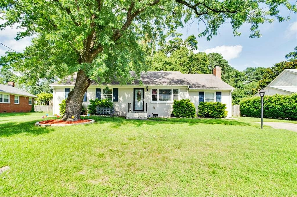 Front of property located at 4813 Mallard Crescent, Portsmouth, VA 23703