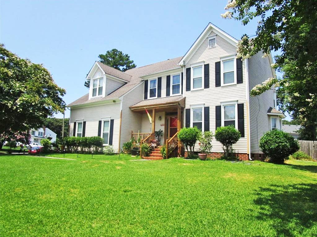 Front of property located at 3500 Calverton Way, Chesapeake, Virginia 23321