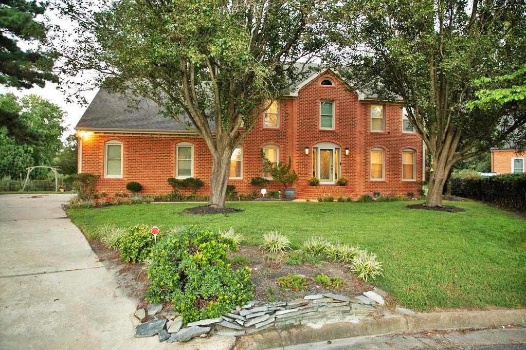 Front of property located at 801 Heritage Point, Chesapeake, Virginia 23322