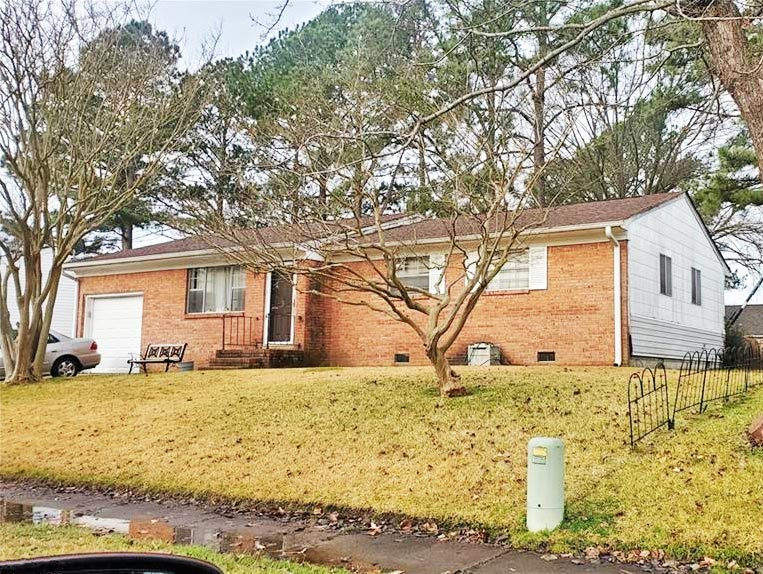Front of property located at 3321 Pine Hill Crescent, Chesapeake, VA 23321